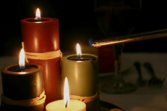 https://cf.ltkcdn.net/party/images/slide/105812-849x565-CandleCenterpiece.jpg