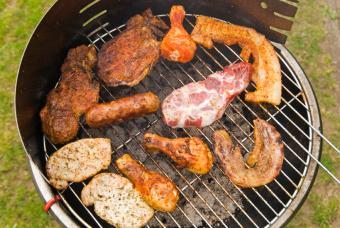 https://cf.ltkcdn.net/party/images/slide/105836-847x567-Grilled_Meats.jpg