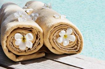 https://cf.ltkcdn.net/party/images/slide/105875-849x565-Swimming_Pool_Towels.jpg