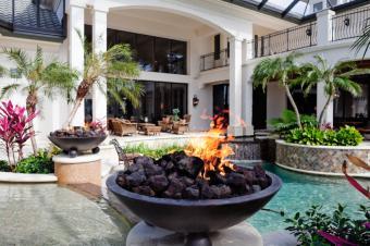 https://cf.ltkcdn.net/party/images/slide/105876-849x565-Swimming_Pool_Fire_Pit.jpg