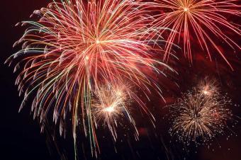 https://cf.ltkcdn.net/party/images/slide/126303-850x565r1-fireworks.JPG