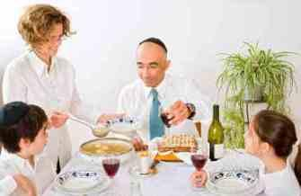 How Do Jewish People Celebrate Passover?