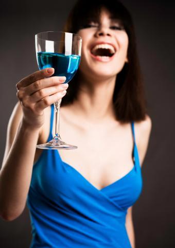 https://cf.ltkcdn.net/party/images/slide/149957-582x825-Dressed-in-blue.jpg