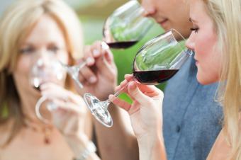 https://cf.ltkcdn.net/party/images/slide/162562-849x565-wine-tasting.jpg