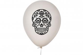 Balloon with skull