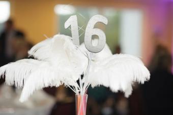 feather centerpiece decoration