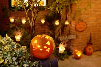 https://cf.ltkcdn.net/party/images/slide/281438-850x567-2-pumpkin-in-courtyard.jpg