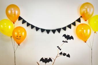 https://cf.ltkcdn.net/party/images/slide/281443-850x567-7-quick-halloween-decoration.jpg