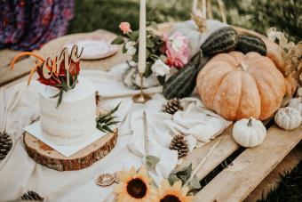 https://cf.ltkcdn.net/party/images/slide/281527-850x567-12-birthday-halloween-table.jpg