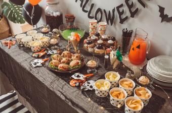 https://cf.ltkcdn.net/party/images/slide/281530-850x561-14-halloween-appetizers.jpg