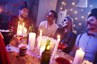 https://cf.ltkcdn.net/party/images/slide/281532-850x567-16-candlelight-halloween.jpg