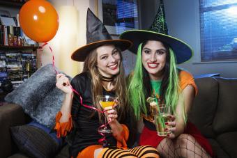 https://cf.ltkcdn.net/party/images/slide/281565-850x567-23-witch-party.jpg