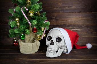https://cf.ltkcdn.net/party/images/slide/281574-850x567-26-halloween-christmas-decor.jpg