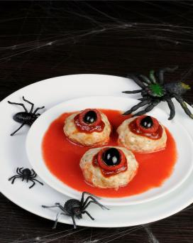 Halloween eyeball meatballs