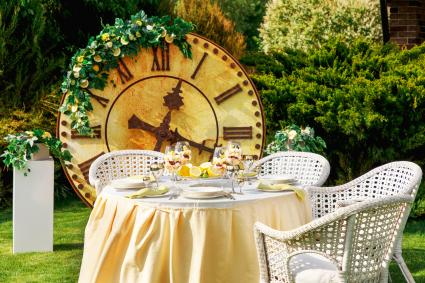 Big Clock in a party