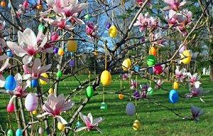 Fun ideas for easter lovetoknow - Como decorar un arbol seco ...
