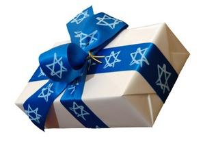 Gift with Star of David ribbon