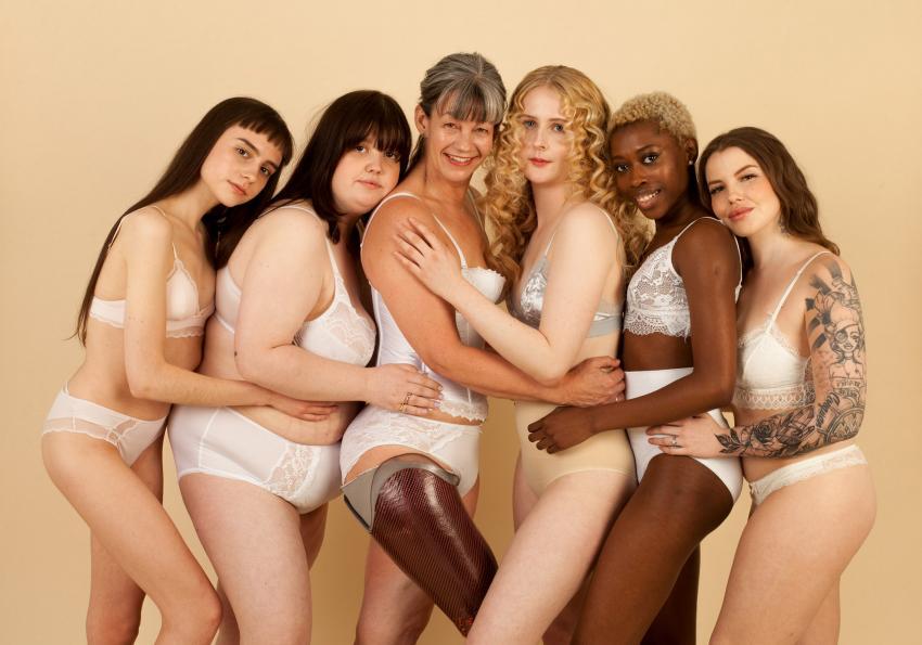 https://cf.ltkcdn.net/photography/images/slide/256787-850x595-14_group_women_posing.jpg