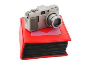 https://cf.ltkcdn.net/photography/images/slide/163646-800x600-camera-and-portfolio.jpg