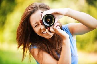 https://cf.ltkcdn.net/photography/images/slide/164658-850x565-taking-photographs.jpg