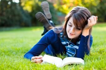 https://cf.ltkcdn.net/photography/images/slide/164666-849x565-woman-reading-book.jpg