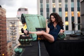 https://cf.ltkcdn.net/photography/images/slide/217574-704x469-Casual-Pose-and-Dramatic-Cityscape.jpg