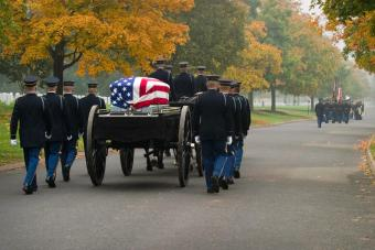 https://cf.ltkcdn.net/photography/images/slide/234885-850x567-2-Arlington-Funeral.jpg