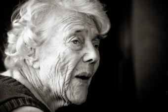 https://cf.ltkcdn.net/photography/images/slide/234889-850x567-8-Senior-Lady.jpg