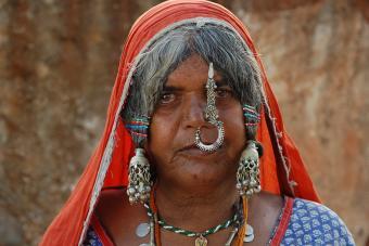 https://cf.ltkcdn.net/photography/images/slide/234890-850x567-9-Tribal-Indian-Woman.jpg