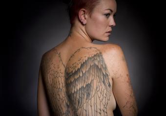 https://cf.ltkcdn.net/photography/images/slide/256786-850x595-13_woman_tatoos.jpg