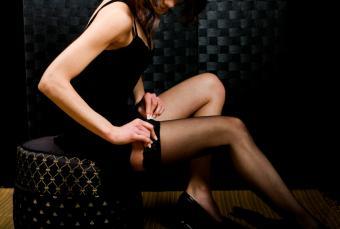 https://cf.ltkcdn.net/photography/images/slide/62575-845x568-Putting-on-Stockings.jpg