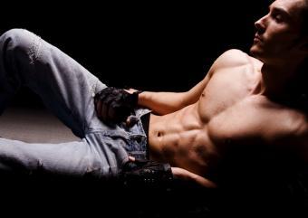 https://cf.ltkcdn.net/photography/images/slide/62576-824x583-Sensual-Jeans-Guy.jpg