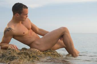 https://cf.ltkcdn.net/photography/images/slide/62578-850x563-Nude-Beach-Male.jpg