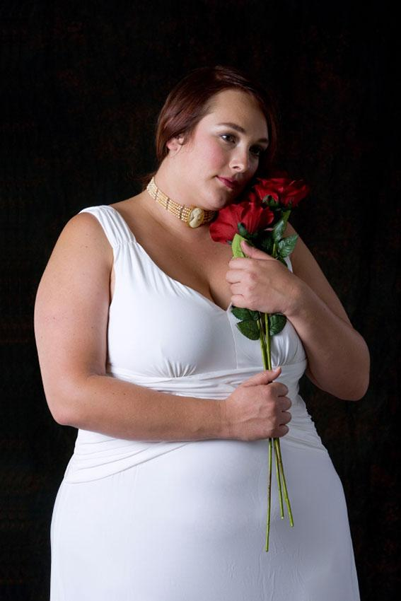 https://cf.ltkcdn.net/plussize/images/slide/166539-567x850-plus-size-woman-bridal-attire.jpg