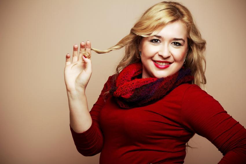 https://cf.ltkcdn.net/plussize/images/slide/213411-850x567-Woman-in-red-shirt.jpg