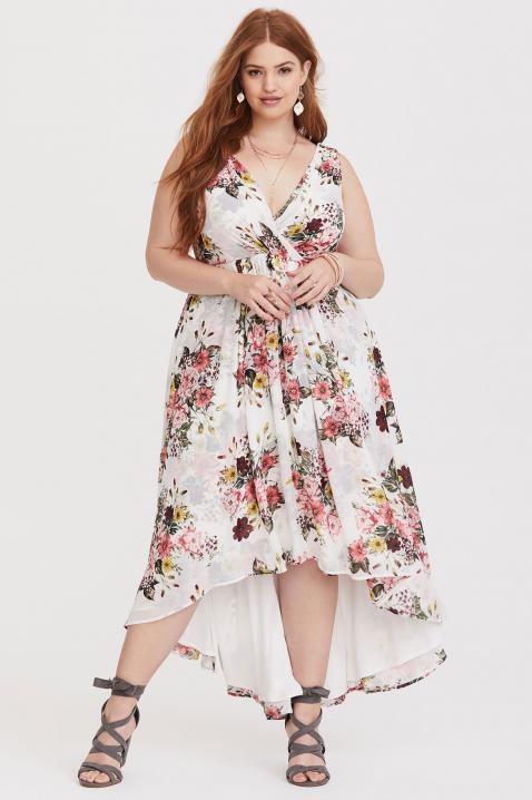https://cf.ltkcdn.net/plussize/images/slide/234307-478x718-White-Floral-Chiffon-Dress.jpg