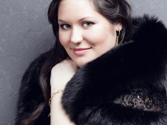 https://cf.ltkcdn.net/plussize/images/slide/166508-850x638-plus-size-woman-dressed-up.jpg