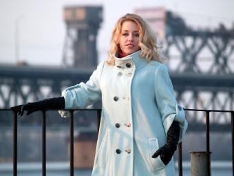 https://cf.ltkcdn.net/plussize/images/slide/166538-850x638-plus-size-woman-steamline-jacket.jpg