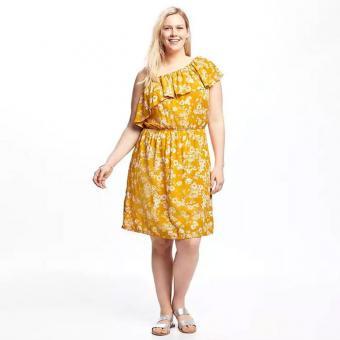 https://cf.ltkcdn.net/plussize/images/slide/213442-700x700-One-Shoulder-Plus-Size-Cinched-Waist-Dress.jpg