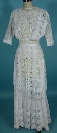 Antique lace dress from Antiquedress.com | Photo courtesy of Antiquedress.com
