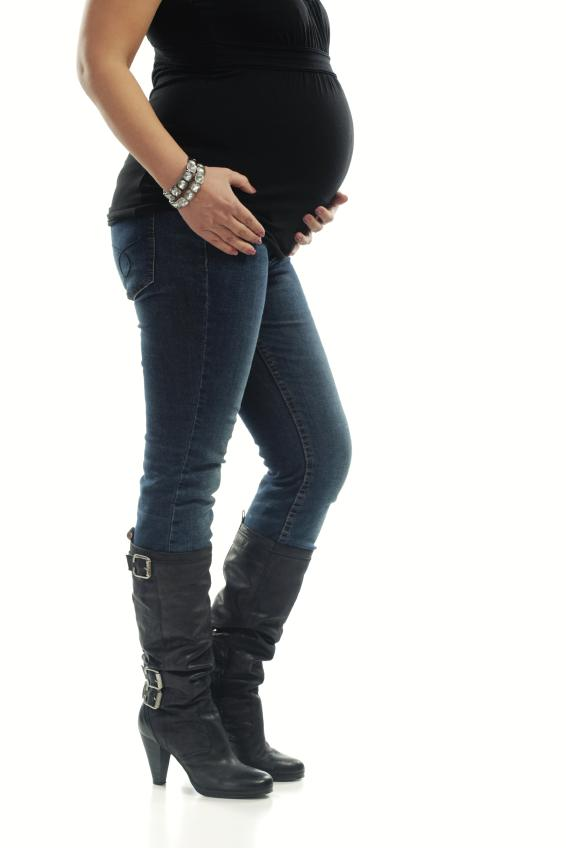 https://cf.ltkcdn.net/pregnancy/images/slide/157524-566x848r1-maternity-jeans.jpg