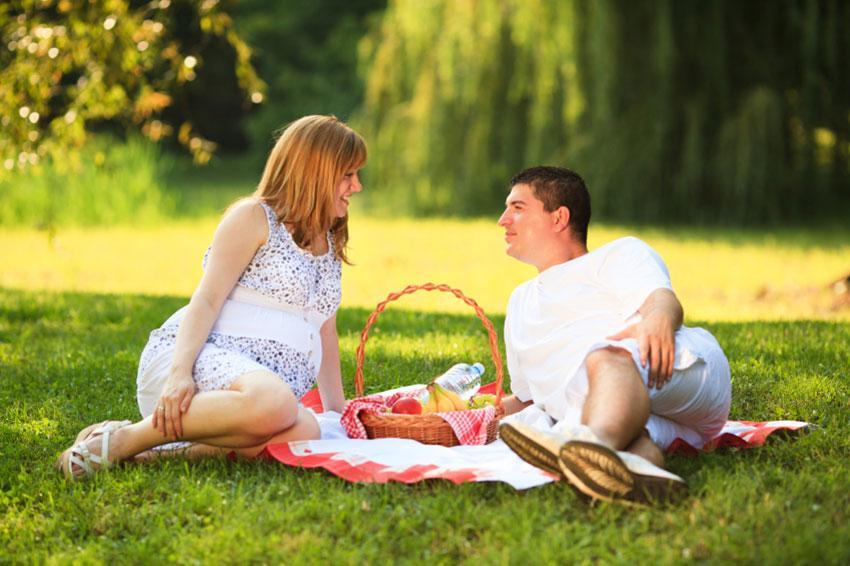 https://cf.ltkcdn.net/pregnancy/images/slide/169037-850x566-romantic-picnic-dinner.jpg