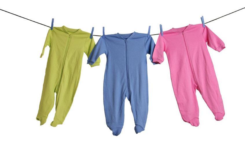 https://cf.ltkcdn.net/pregnancy/images/slide/235570-847x564-baby-pajamas-on-clothesline.jpg