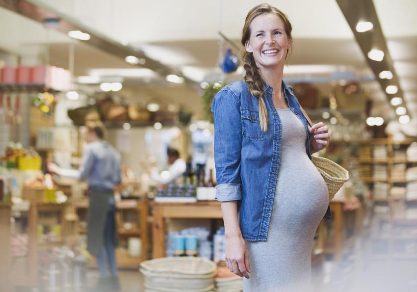 https://cf.ltkcdn.net/pregnancy/images/slide/251519-850x595-6_Pregnant_stretchy_dress.jpg