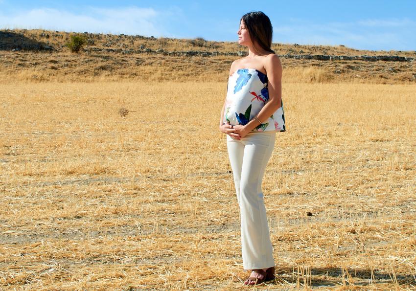 https://cf.ltkcdn.net/pregnancy/images/slide/251529-850x595-16_Dressy_Summer_Maternity_outfit.jpg