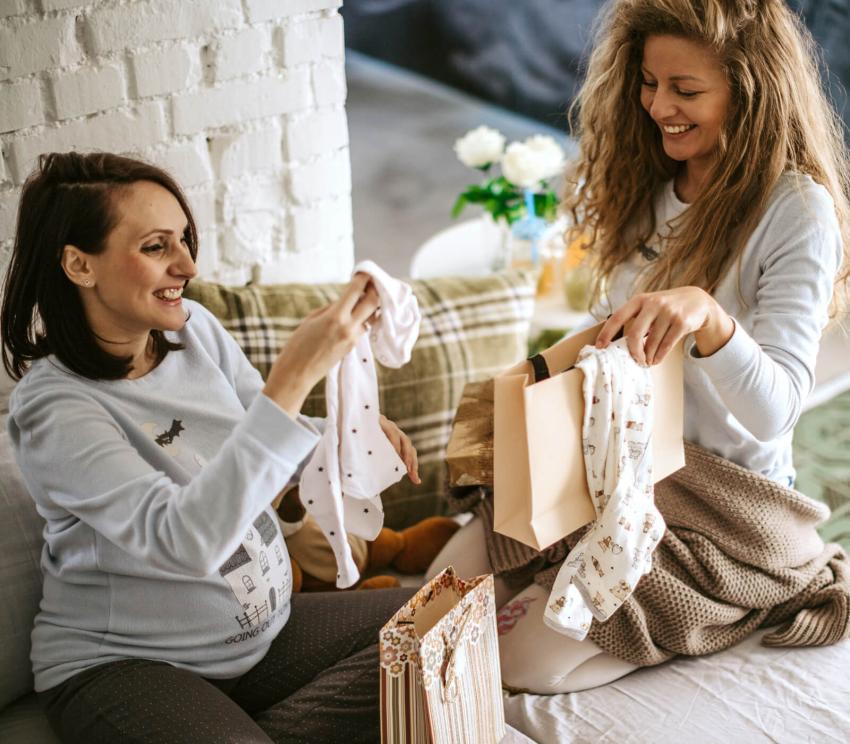 https://cf.ltkcdn.net/pregnancy/images/slide/253963-850x744-16-gift-ideas-pregnancy.jpg