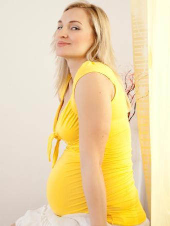 https://cf.ltkcdn.net/pregnancy/images/slide/157522-600x800r1-knit-tops.jpg