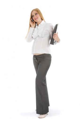 https://cf.ltkcdn.net/pregnancy/images/slide/157526-566x848r1-dress-pants.jpg