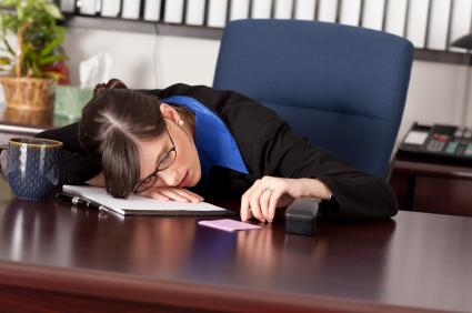 5-weeks-pregnant woman napping at work