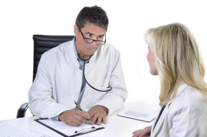 Doctor talking with patient; © Matthias Ziegler | Dreamstime.com